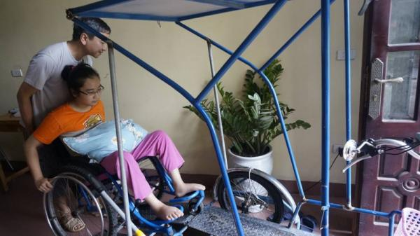 Nam Định: Cả nhà lo khi con gái khuyết tật được tuyển thẳng vào ĐH Bách khoa