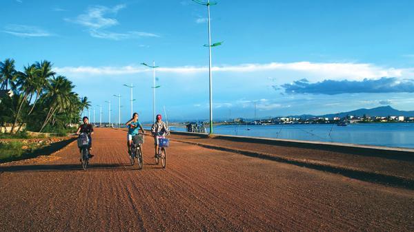 Khẩn trương hoàn thiện thủ tục đầu tư dự án đường ven biển chạy qua Nam Định