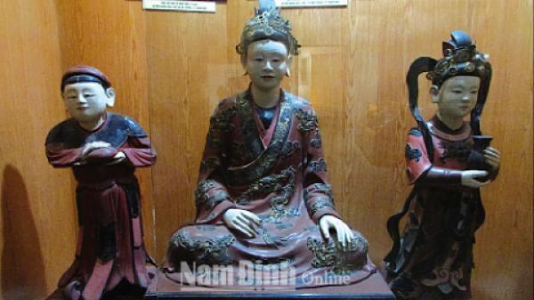 """Nam Định: Điều ít biết về ba pho tượng """"Công chúa và nàng hầu"""" tại Bảo tàng tỉnh"""
