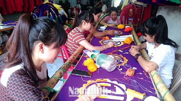 Nam Định: Tinh xảo nghề thêu ở Xuân Phương