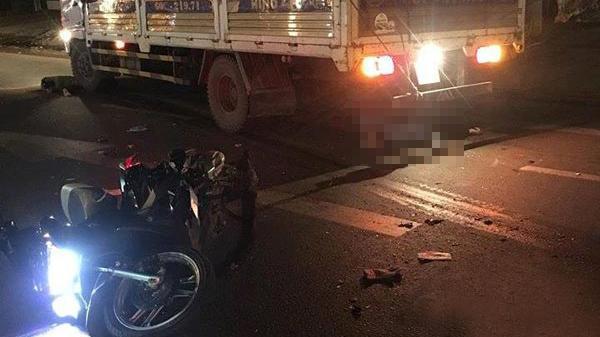 Va chạm với xe tải chạy lấn làn, cả 3 người trên xe máy t ử v o ng tại chỗ