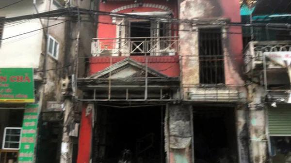 Thay bình gas bất cẩn gây ch.áy và n.ổ kinh hoàng ở ngôi nhà 4 tầng, 2 người bị bỏ.ng nặng