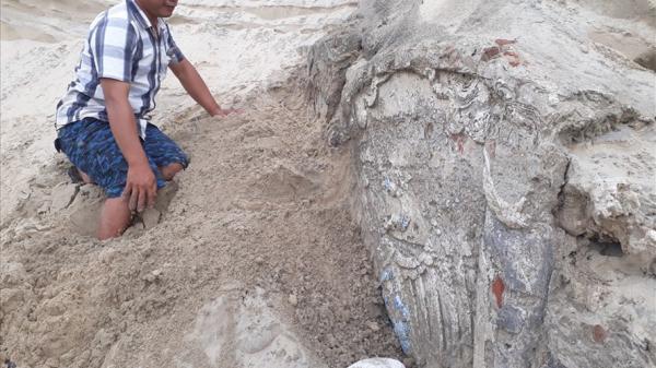 Quảng Nam: Phát hiện ngôi m.ộ bị vùi lấp dưới cát nghi là m.ộ cổ có niên đại hàng trăm năm