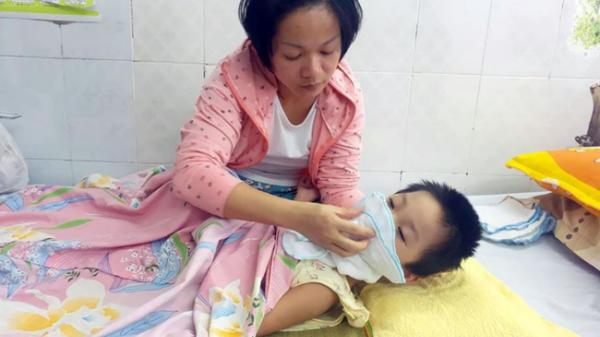 Bé gái 5 tuổi quê Nam Định bị viêm màng não tự miễn sau cơn co g.iật, hơn 1 tháng không thể ngủ và liên tục la h.ét