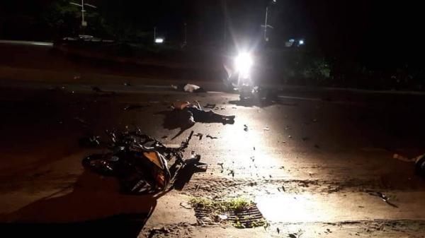 Va chạm kinh hoàng trong đêm, hai xe máy n át b ét, 3 nam thanh niên c hết thảm