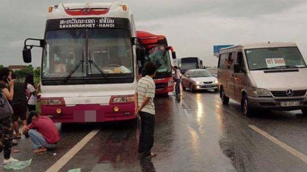 Hiện trường vụ 2 xe khách tông nhau  trên cao tốc Pháp Vân - Cầu Giẽ , 10 người bị thương