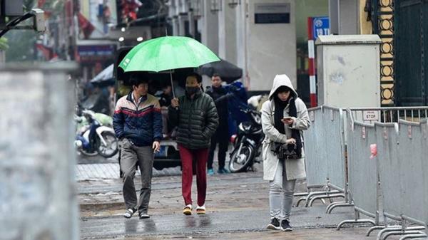 Không khí lạnh đã về thực sự: Mưa to bất ngờ từ đêm qua, sáng nay ra đường ai cũng co ro trong áo khoác