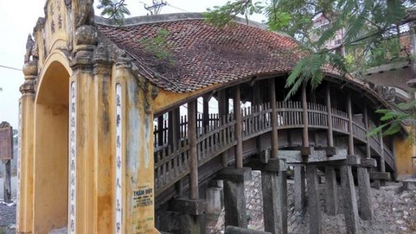 Độc đáo cây cầu ngói 500 năm tuổi hình rồng bay độc nhất vô nhị ở Nam Định