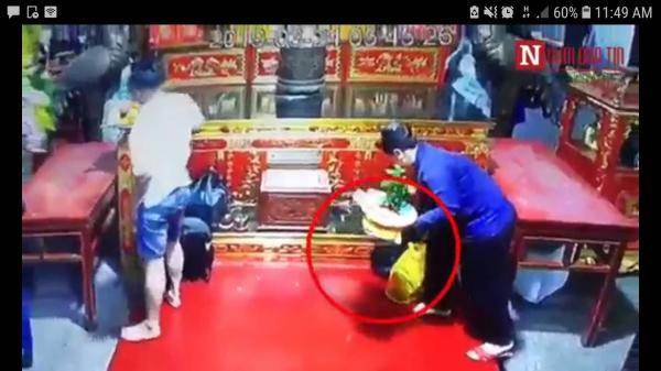 Nam Định: Quái nữ nhanh tay c.uỗm túi xách của người đi lễ Phủ Dày