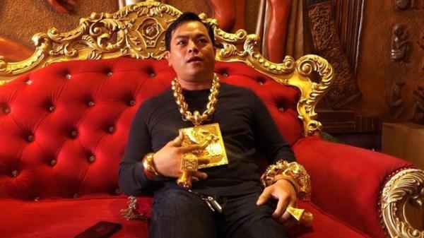 """Phúc XO CHÍNH THỨC thừa nhận đeo toàn vàng giả để """"câu view"""", giúp bản thân nổi tiếng"""