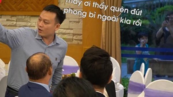 Dự đám cưới trò cưng quên tặng quà mừng, thầy Park bị 'nhắc nhở nhẹ' khiến fans bật cười