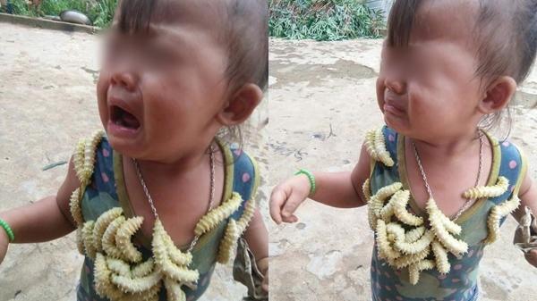 Bé gái khóc kh.ản tiếng vì bị treo sâu lên cổ để chụp ảnh: Sau tiếng cười th.ô l.ỗ của người lớn là nỗi sợ t.ột c.ùng của trẻ nhỏ