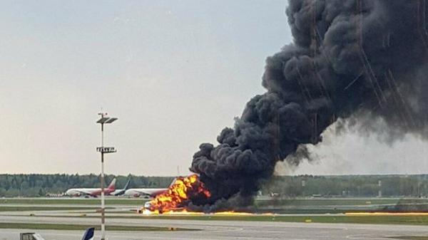 X.ót xa: Máy bay bốc cháy trên đường băng, ít nhất 41 người c.hết t.hương t.âm