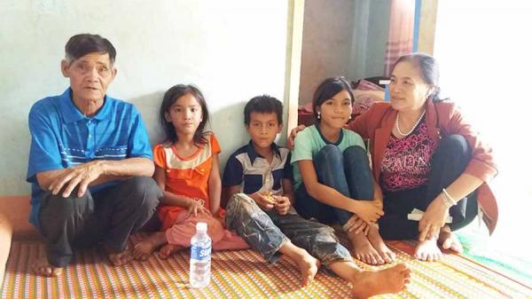 Gia Lai: Xót lòng 3 đứa trẻ mồ côi, ngơ ngác sau th.ảm k.ịch của gia đình