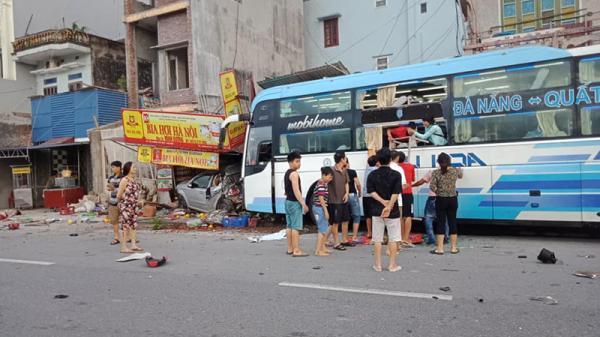 Nam Định: Tai nạn liên hoàn, một phụ nữ đi xe đạp điện bị xe khách đ.âm t.ử v.ong