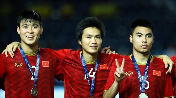 Tuyển Việt Nam CHÍNH THỨC vượt mặt Thái Lan 20 bậc trên bảng xếp hạng FIFA