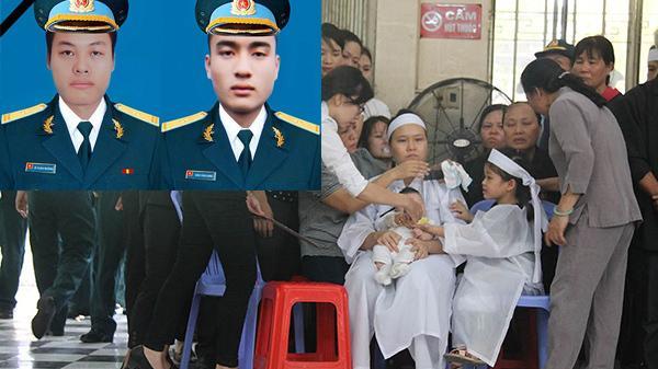 Đẫm lệ lễ t.ang 2 phi công hy sinh trong vụ máy bay rơi: Vợ trẻ thất thần ôm 2 con thơ ngơ ngác tại lễ viếng