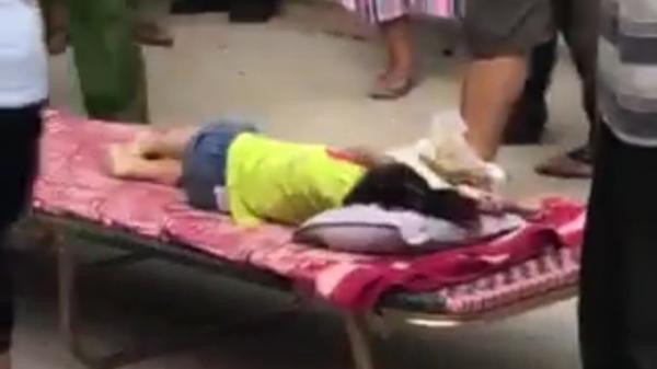 Thương tâm: Bé gái 3 tuổi bị ô tô đưa đón của trường mầm non t.ông t.ử v.ong khi vừa bước xuống xe