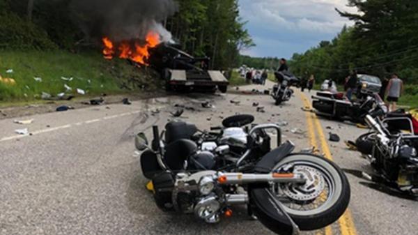 Tai nạn nghiêm trọng: Bán tải đâm đoàn môtô, 10 người th.ương vo.ng