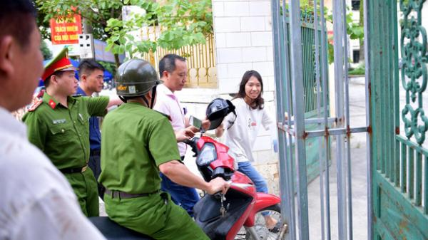 Hà Giang: Cảnh sát hú còi xe chuyên dụng hộ tống thí sinh ngủ muộn đến điểm thi