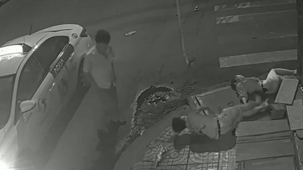 Đã xác định ra danh tính tài xế taxi t.ông cô gái t.ử v.ong xuống xe đứng nhìn rồi phủi tay bỏ đi
