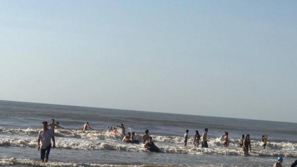 Đi tắm biển giải nhiệt ngày nắng nóng, hai du khách đuối nước t.ử v.o.ng ở bãi biển nổi tiếng miền Bắc