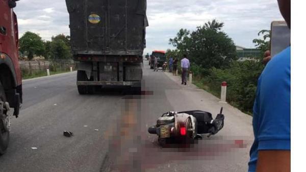 Đau xót: Cô giáo đi xe máy bị xe tải cán t.ử v.ong thương tâm