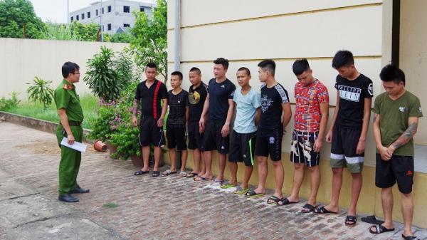 Thấy bạn gái bị trêu, nam thanh niên rủ 11 người vác d.ao, k.iếm đi hỗn ch.iến