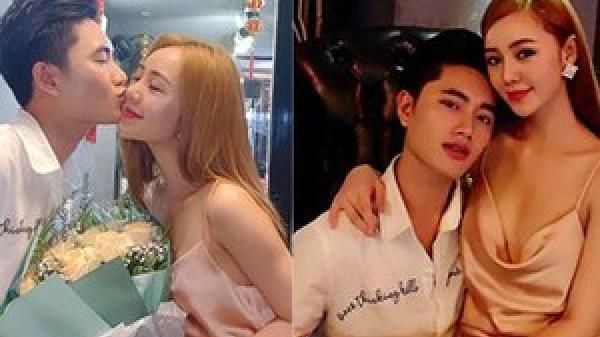 Lộ ảnh ăn mặc sexy ngồi lên đùi rồi hôn trai lạ, hot girl đình đám Quỳnh Kool khiến dân mạng choáng váng