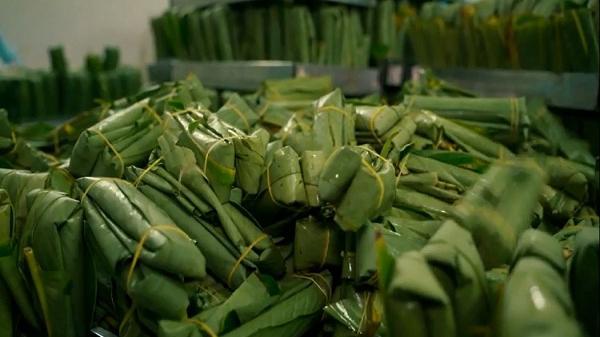 Đến Nam Định tìm hiểu bí quyết tạo nên món đặc sản mang tên gọi độc đáo: Giò nóng 7 phút