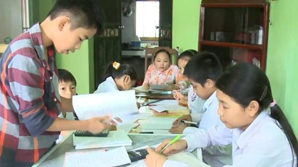 """Ý Yên (Nam Định): Cảm động tấm lòng cô giáo xương thủy tinh, """"không phấn, không bục giảng..."""""""