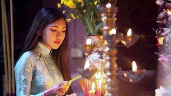 KHÔNG PHẢI AI CŨNG BIẾT: Thắp hương ngày Tết thế nào cho đúng?