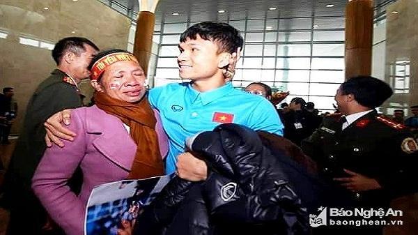 Bố Phạm Xuân Mạnh: 'Đi thi đá bóng ở tỉnh, Mạnh chỉ có 10 ngàn đồng'