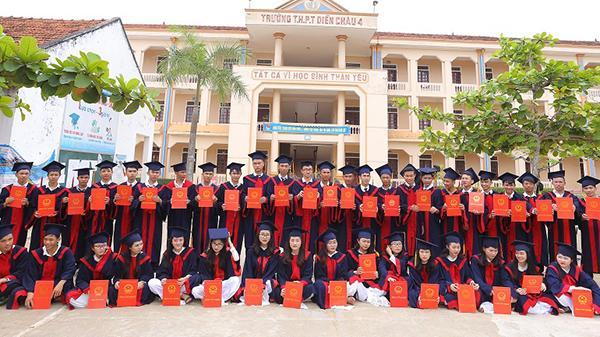 TỰ HÀO xứ Nghệ: Một lớp trường làng có 41/41 học sinh đỗ loạt trường đại học top đầu cả nước