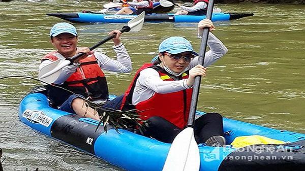 30 vận động viên thuyền Kayak khám phá Sông Giăng - Rừng Pù Mát