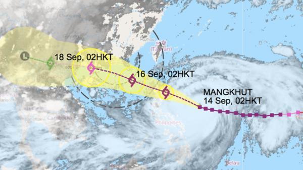 Siêu bão Mangkhut vào Biển Đông gây gió giật 200 km/h