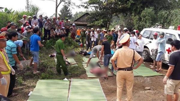 KINH HOÀNG: Xe bồn đâm xe khách lao xuống vực, 11 người chê't tại chỗ