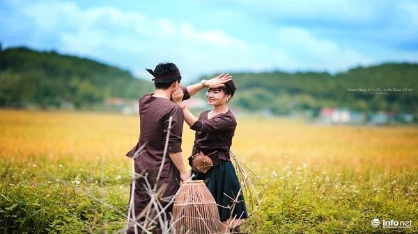 Mê mẩn với bộ ảnh cưới giữa cánh đồng làng của cặp đôi trẻ xứ Nghệ