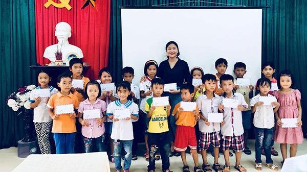 Trao tặng 140 triệu đồng cho hai trường tiểu học gặp khó khăn ở Hà Tĩnh