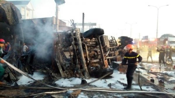 Xe bồn chở xăng gặp tai nạn gây c.háy 16 căn nhà, 6 người c.hết thảm