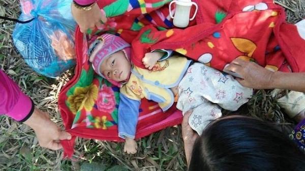 Tây Bắc: X.ót xa cháu bé 15 tháng tuổi bị bỏ r.ơi ở nghĩa trang trong tình trạng sốt cao