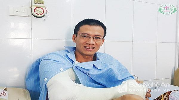 Thầy giáo bị tai nạn đứt gần lìa cánh tay đã được ra viện