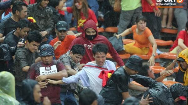 Đêm k.inh hoàng: CĐV Malaysia đánh CĐV Việt Nam đổ m.áu ở AFF Cup 2014