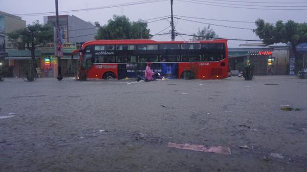 Mưa lớn ở miền Trung gây hậu quả khủng khiếp: Người chê't, hàng nghìn ngôi nhà bị ngập