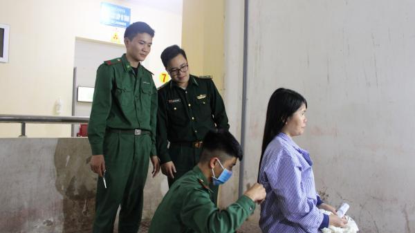 Ấ.m l.òng 'Salon' tóc đặc b.iệt trong khuôn viên Bệnh viện Hà Tĩnh
