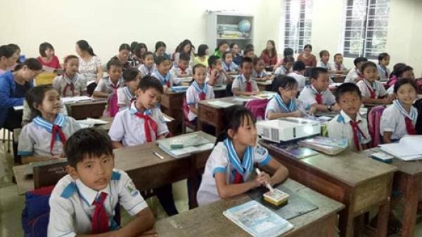 Nhiều trường học Hà Tĩnh phải mời giáo viên về hưu đứng lớp