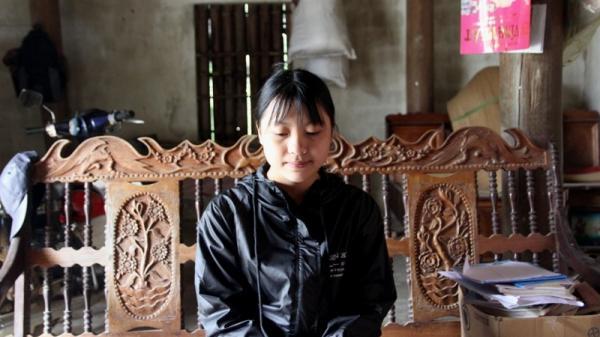Nữ sinh nghèo xứ Nghệ không có bố, phải bán tóc để có tiền đi học