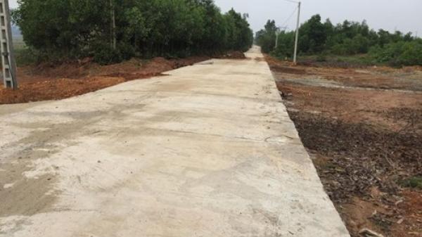 Dân Hà Tĩnh b.ức x.úc vì đường vừa làm xong đã sửa chữa, chắp vá