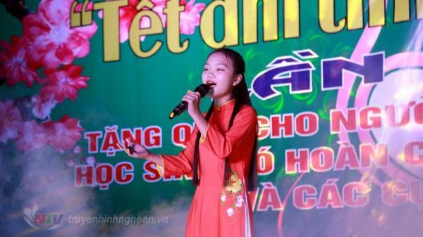 Quán quân giọng hát Việt nhí Hà Quỳnh Như tham gia đêm nhạc ủng hộ người nghèo tại quê nhà Nghệ An