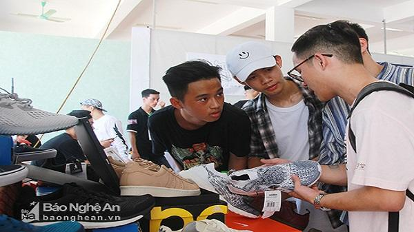 Hàng trăm bạn trẻ thành Vinh hào hứng với chương trình Off Sneaker